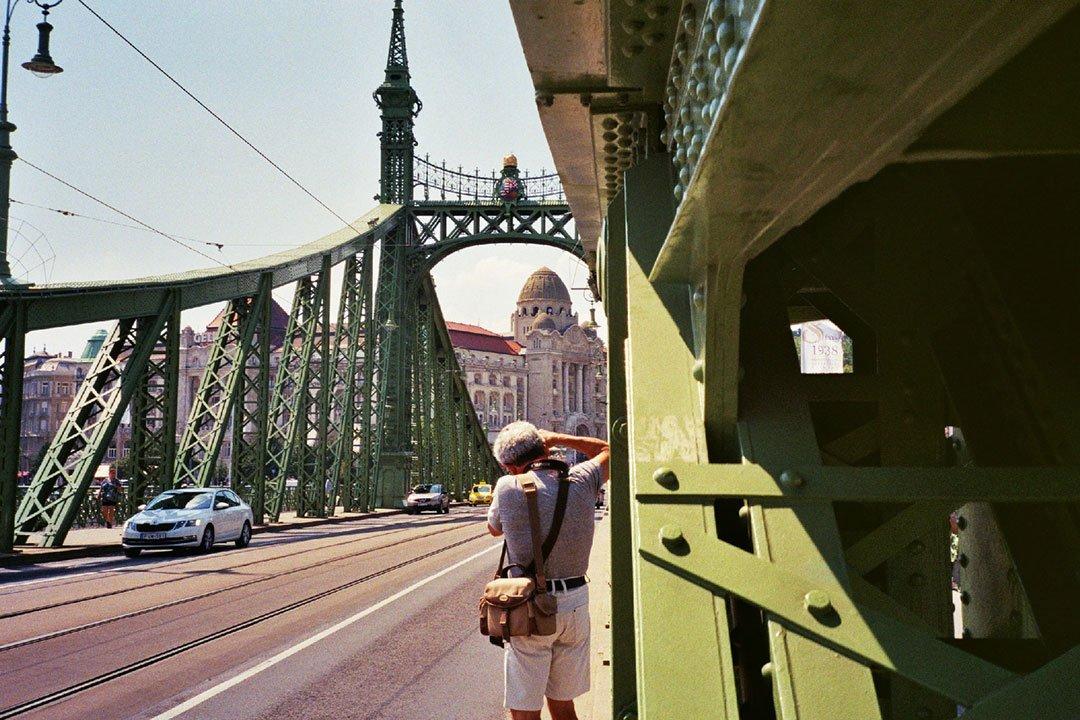 andrew tralongo film photography budapest bridge 1